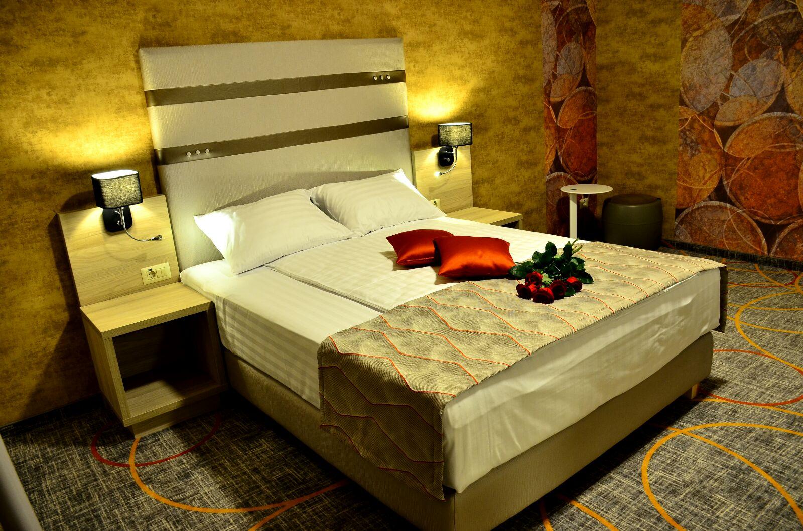 hotel 3 stele