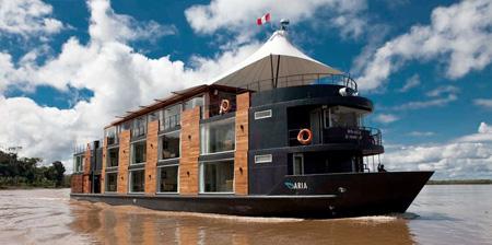 Hotelul plutitor