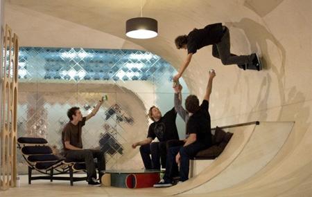 casa cu pista skateboard