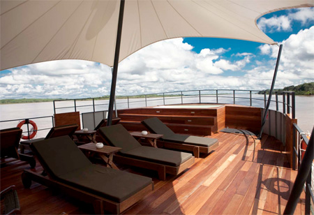 punte hotel plutitor