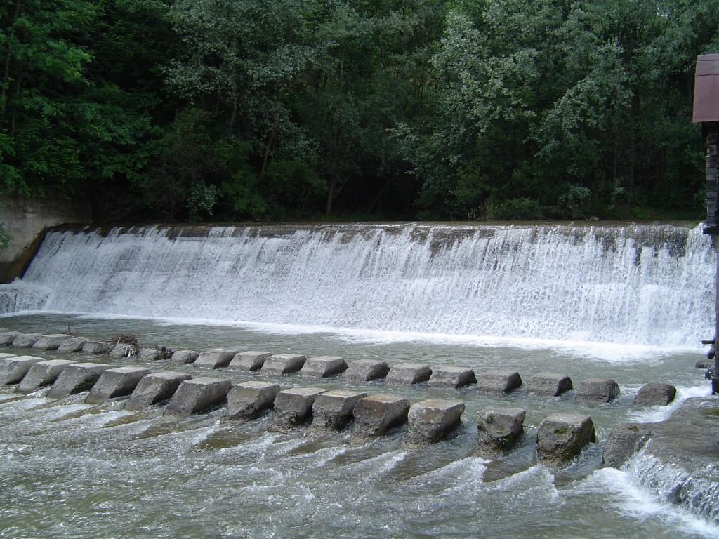 Baraj pe Oltet la Alunu