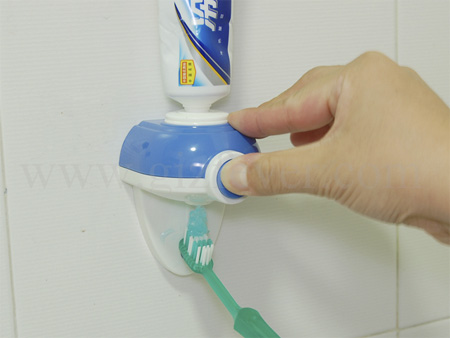 gadget pentru pasta de dinti