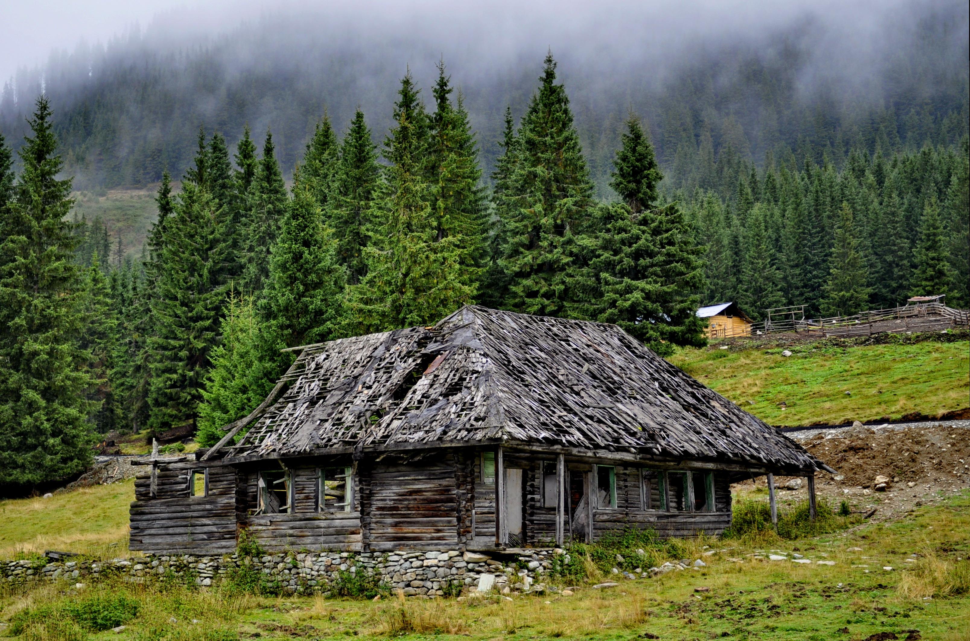 Casa trecuta de vreme - Valcea - Romania